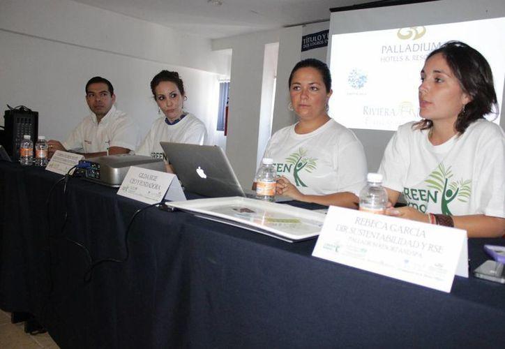 La organización Travel Fundation en conferencia de prensa. (Adrián Barreto/SIPSE)