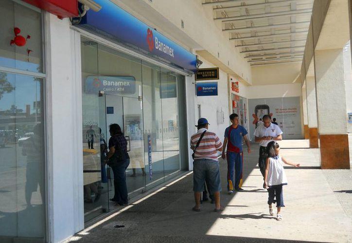 La disposición de efectivo en los cajeros automáticos será la única alternativa durante la cuarentena bursátil. (Francisco Sansores/SIPSE)