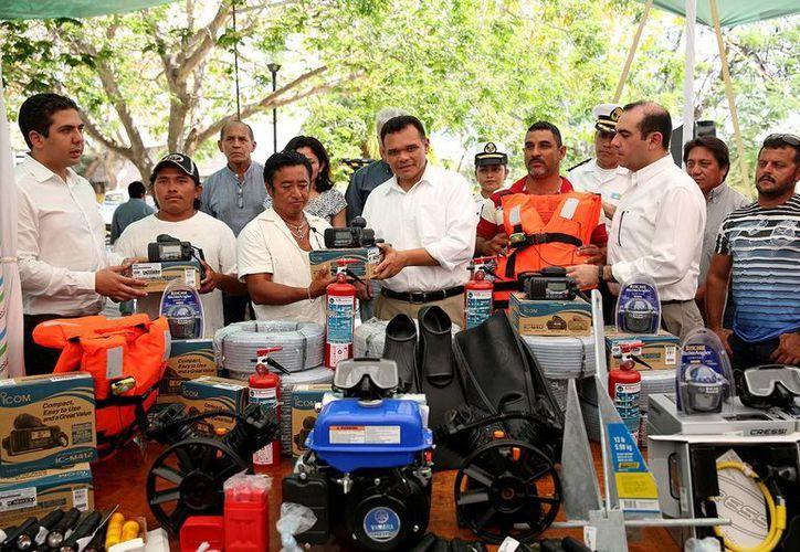 El Gobernador de Yucatán entregó diversos equipos a los pescadores. (Milenio Novedades)