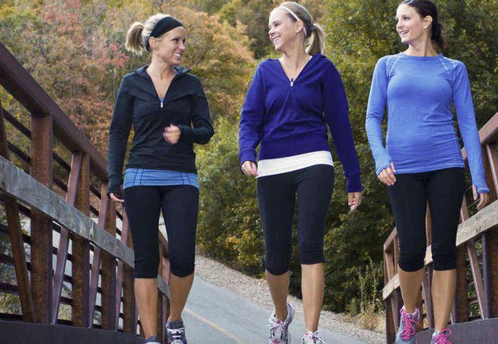 El estudio afirma que la goma de mascar ayudaría en este proceso de pérdida de peso combinado con una caminata o ejercicio ligero.