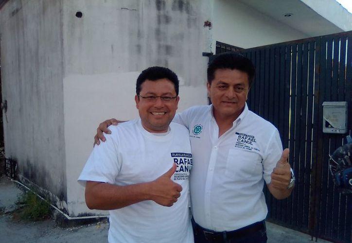 El candidato de la Planilla Blanca del Sindicato de Taxistas Lázaro Cárdenas del Río tuvo una reunión con socios de Cancún. (Foto: Redacción/SIPSE)