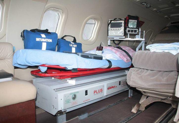 La ambulancia aérea fue presentada en la isla. (Julián Miranda/SIPSE)
