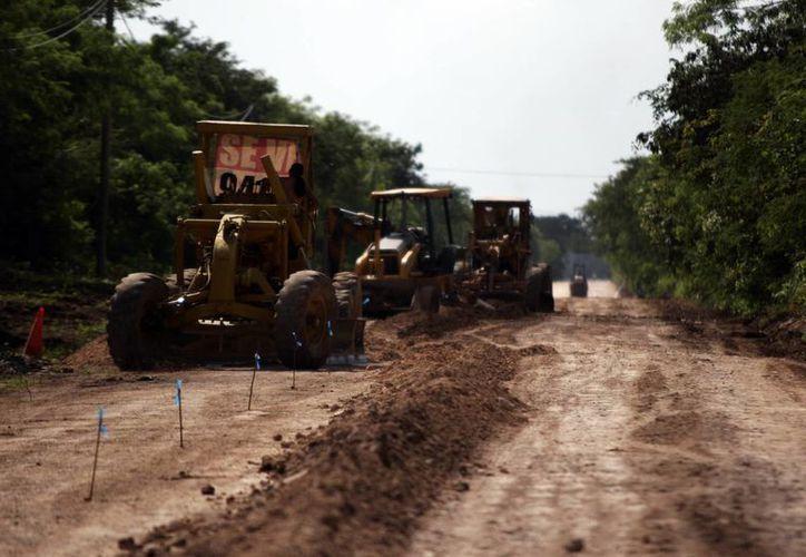 Por ahora se amplía la avenida de acceso a la instalaciones de la Feria de Xmatkuil. (Christian Ayala/SIPSE)