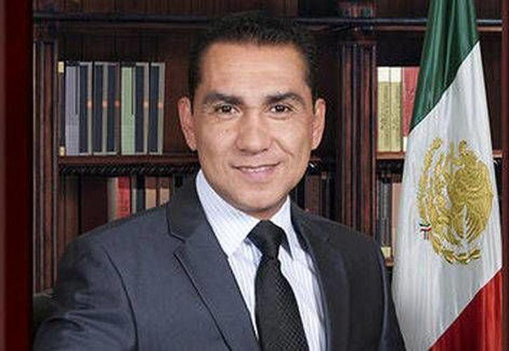 El ex alcalde de Iguala, José Luis Abarca Velázquez, enfrenta nueva orden de aprehensión por homicidio. (Milenio)