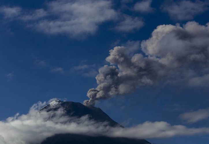 Tan solo este viernes se registraron seis explosiones en el volcán Tunguragua, ubicado en los Andes ecuatorianos. (EFE)
