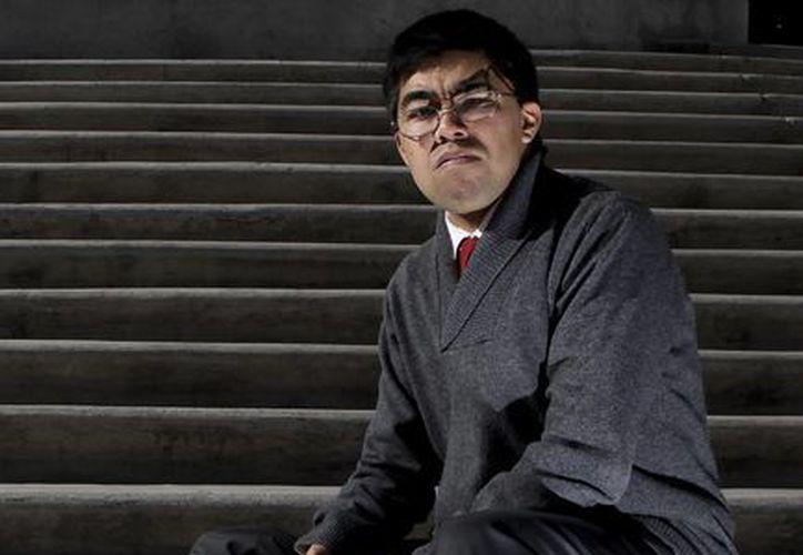 Ricardo Adair Coronel Robles, de 24 años, posó durante una entrevista en el Museo Soumaya, en Ciudad de México. (EFE)