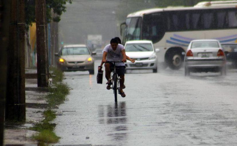 Aproximadamente a las tres de la tarde se desató un aguacero en la ciudad. (Juan Carlos Albornoz/SIPSE)