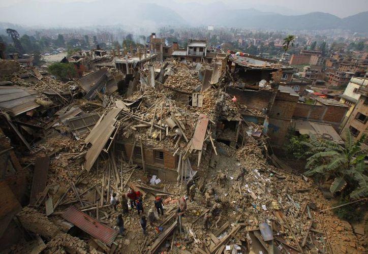 Se informó que 191 mil 058 construcciones quedaron totalmente destruidas por el sismo en Nepal. (Agencias)