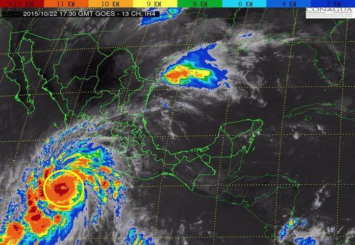 El huracán Patricia estará causando intensas lluvias en el occidente del país. (Notimex)