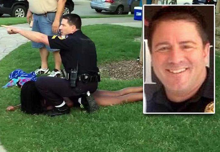 El policía que arrestó a la joven de 14 años en una 'pool party' está siendo investigado por sus superiores. (nbcdfw.com)