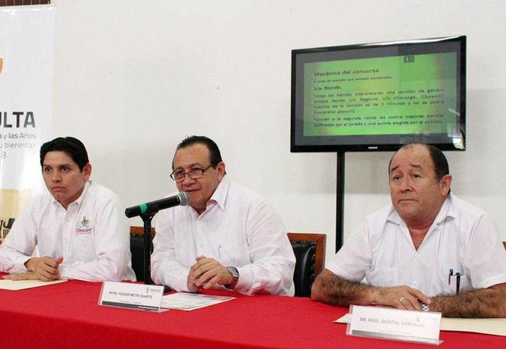 Roger Metri Duarte ofreció detalles del concurso musical El rey de las bandas del 14, que se realizará en Tecoh. (Milenio Novedades)