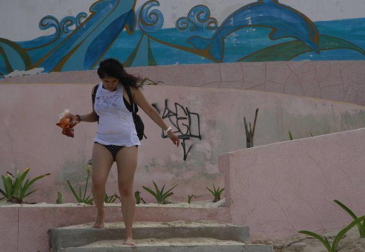 Una de las playas que ha sufrido más daños es Delfines. (Tomás Álvarez/SIPSE)