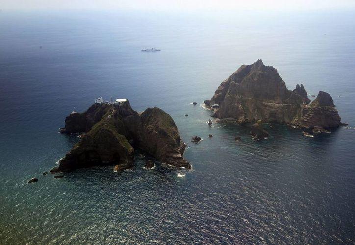 Vista aérea de archipiélago de las islas Dokdo (Takeshima) situado en el Mar de Japón, cuya soberanía disputan Corea del Sur y Japón. (Archivo/EFE)