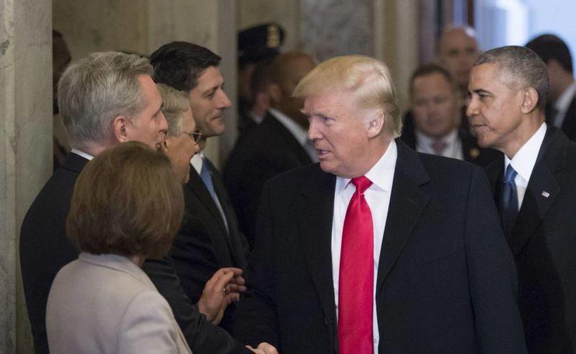 Tras la llegada de Donald Trump a la Casa Blanca, usuarios de redes sociales compararon su discurso con el de Bane, villano de El Caballero de la Noche. (AP)