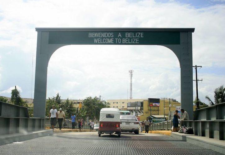 El puente fronterizo abre a las nueve de la mañana y cierra a las ocho de la noche. (Harold Alcocer/SIPSE)