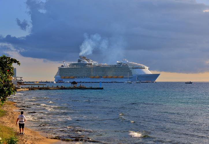 Con base en las estadísticas de la Apiqroo Cozumel en los últimos 10 años ha reflejado un incremento de un 39 por ciento en la llegada de turismo de cruceros. (Gustavo Villegas/SIPSE)