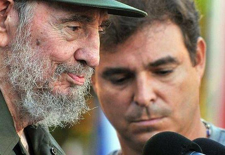 La capacidad de Fidel de hacerse dueño de una isla con 11 millones de habitantes cautivos lo convierte al menos conceptualmente en el hombres más rico del mundo, sentencia el periodista Yusnaby Pérez. (Yusnabi.com)