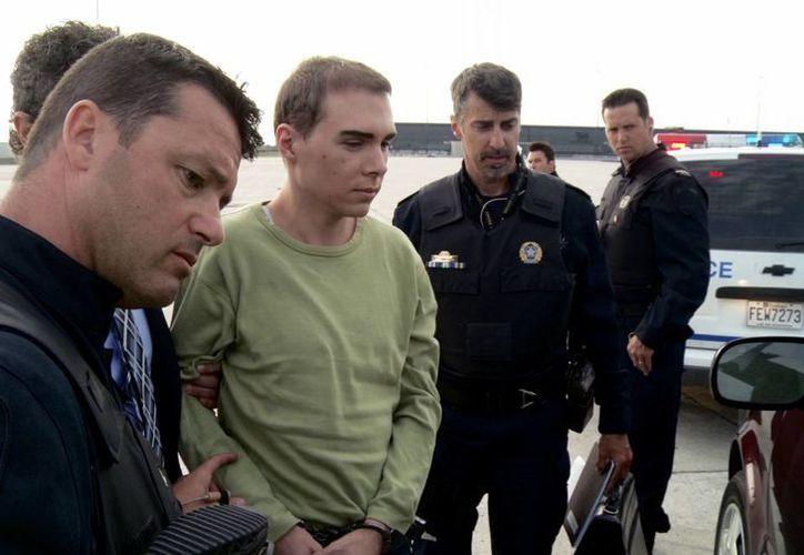 En la foto Luka Rocco Magnotta cuando fue aprehendido por la policía canadiense. (Agencias)
