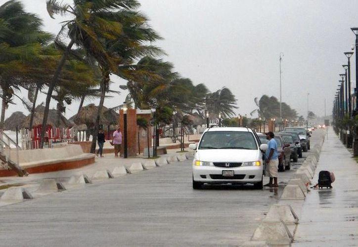 El puerto de Progreso ha sufrido estragos por las malas condiciones del clima. (Archivo/SIPSE)