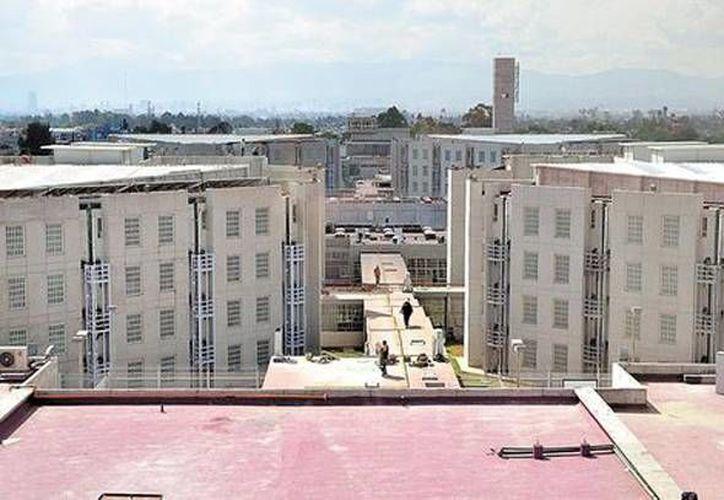 El nuevo penal, que parece una unidad habitacional, cuenta con dos torres y cada una albergará a 768 internos repartidos en cuatro niveles  (Foto Especial/Milenio)