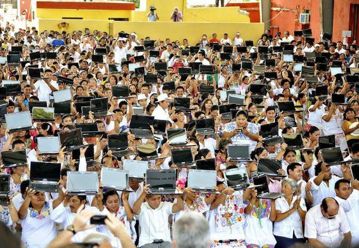 Los jóvenes tendrán, a préstamo, computadoras lap-top. (Cortesía)