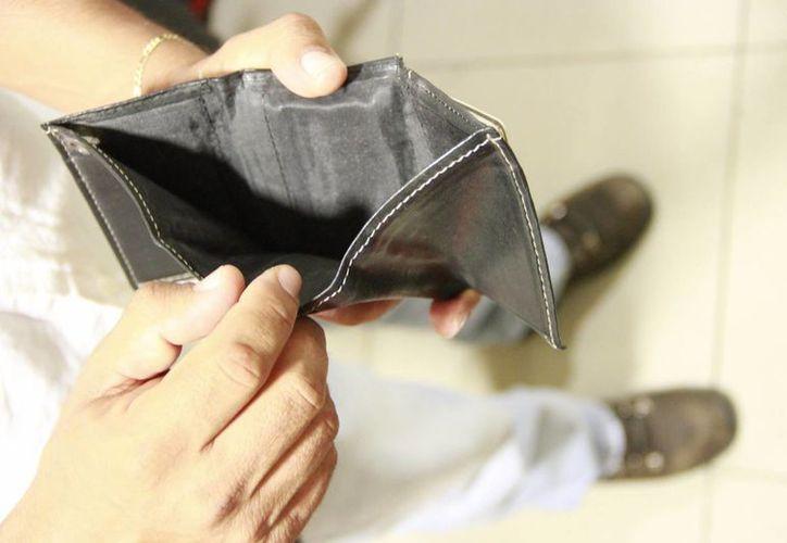 Siete de cada 10 personas se ven afectadas económicamente en el inicio del año. (Jesús Tijerina/SIPSE)