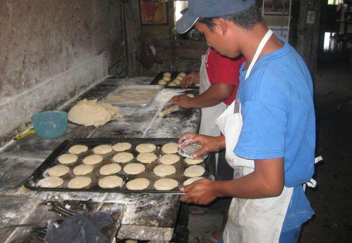 Los jóvenes abandonan los estudios para apoyar en las necesidades del hogar. (Javier Ortiz/SIPSE)