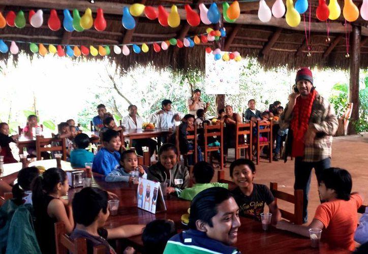 Niños en Cenote Maya disfrutaron de la tradicional rosca de reyes. (Redacción/SIPSE)