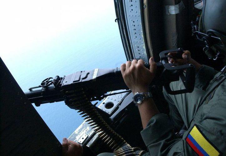 El helicóptero del Ejército colombiano cayó en una zona donde operan grupos de las FARC y el ELN. Imagen de contexto. (EFE/Archivo)