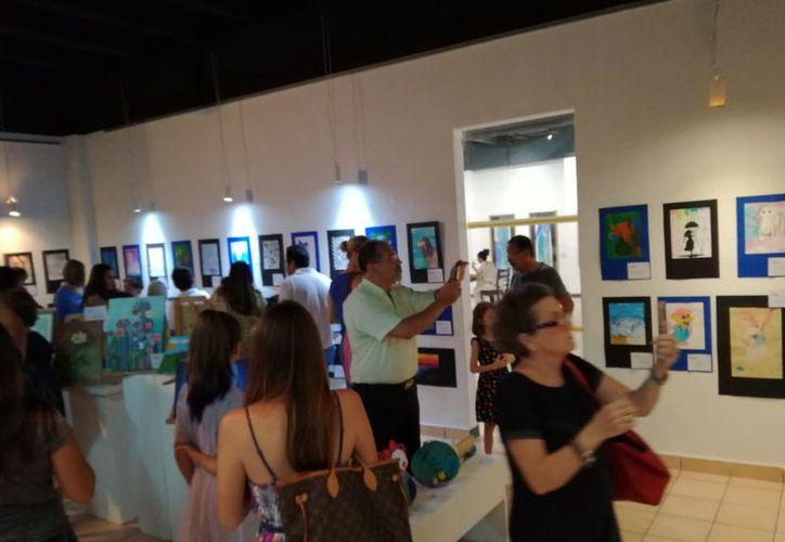 """La exposición colectiva se lleva a cabo en la galería """"Rolando Arjona"""". (Faride Cetina/SIPSE)"""