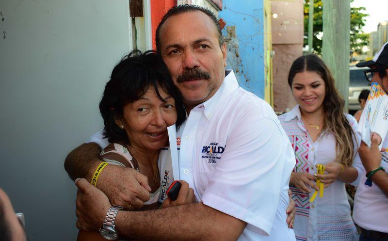 Julián Ricalde realizó la tarde de ayer una caminata por la zona continental. (Redacción/ SIPSE)