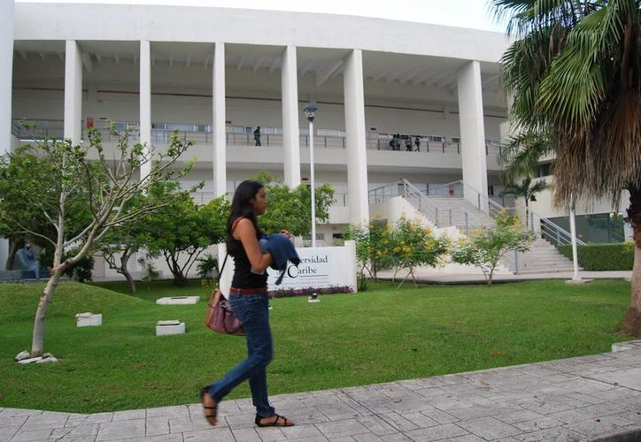 La Universidad del Caribe realizó la XII Jornada de Desarrollo Estudiantil. (Israel Leal/SIPSE)