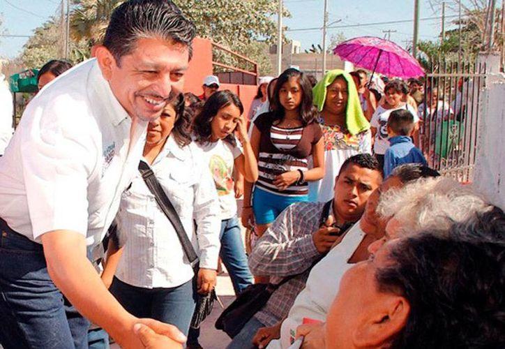 Antonio Homá recorrió colonias del sur de Mérida, como parte de su campaña para diputado federal. (Milenio Novedades)