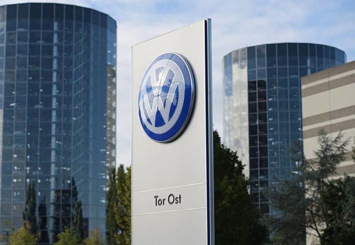 La cúpula de la VW optó por callar ante la manipulación de emisiones contaminantes de al menos 11 millones de sus vehículos, lo que fue revelado en 2015. (Archivo/Agencias)