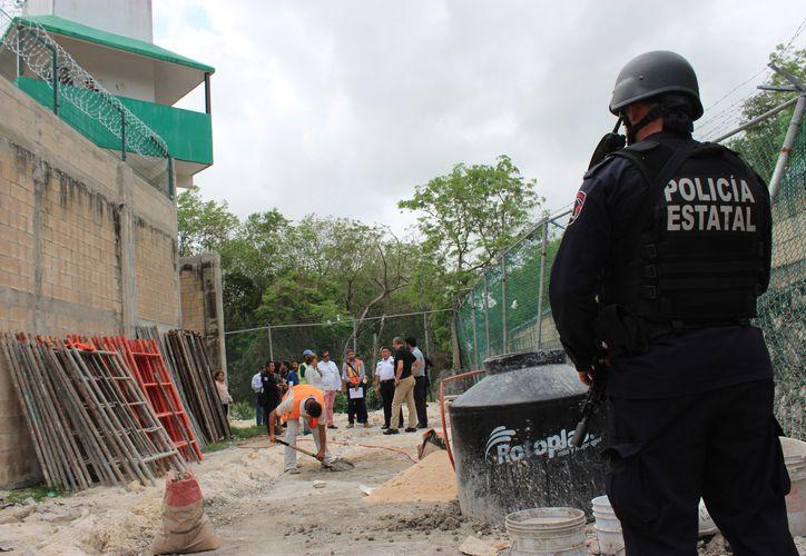 Las mejoras al Cereso de Cancún, incluyen el incremento de la altura de la barda perimetral. (Redacción/SIPSE)