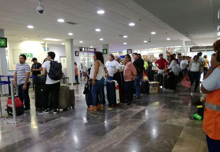Este se registraron 29 mil 432 pasajeros nacionales atendidos en el aeropuerto de Chetumal. (Enrique Mena)