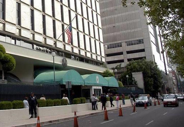 La Embajada de Estados Unidos en México aumentará su horario de atención para compensar el tiempo que pasó suspendido el servicio de expedición de visas. La imagen es de la sede diplomática de EU en la Ciudad de México. (Archivo/Notimex)