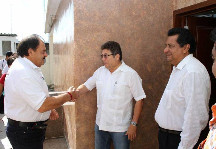 Eduardo Espinosa Abuxapqui estrechó lazos con empresarios de la Canacintra. (Harold Alcocer/SIPSE)