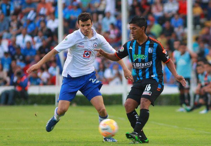 Por momentos, el partido estuvo parejo, pero Cruz Azul logró inclinar a su favor la balanza. (Agencias)