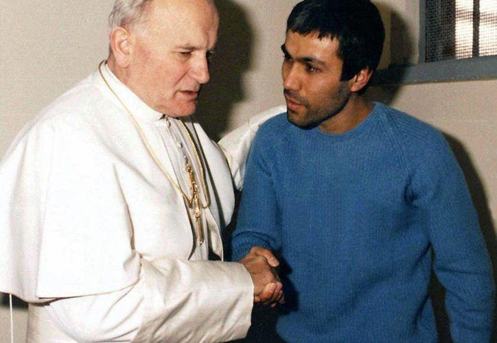 Juan Pablo II otorgó el perdón a su atacante. (Agencias)