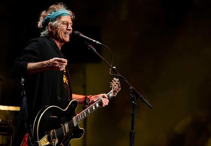 Keith Richards, guitarrista de 'Sus Satánicas Majestades', estuvo a punto de acuchillar al actual precandidato a la Casa Blanca, Donald Trump, esto por incumplir un contrato con las leyendas del rock. (Archivo AP)