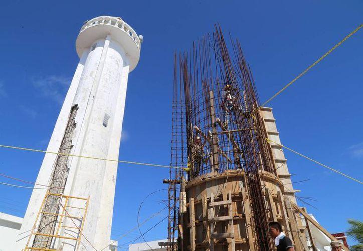 Los trabajos iniciaron hace unos 30 días y tendrá una altura de 16 metros. (Luis Soto/SIPSE)