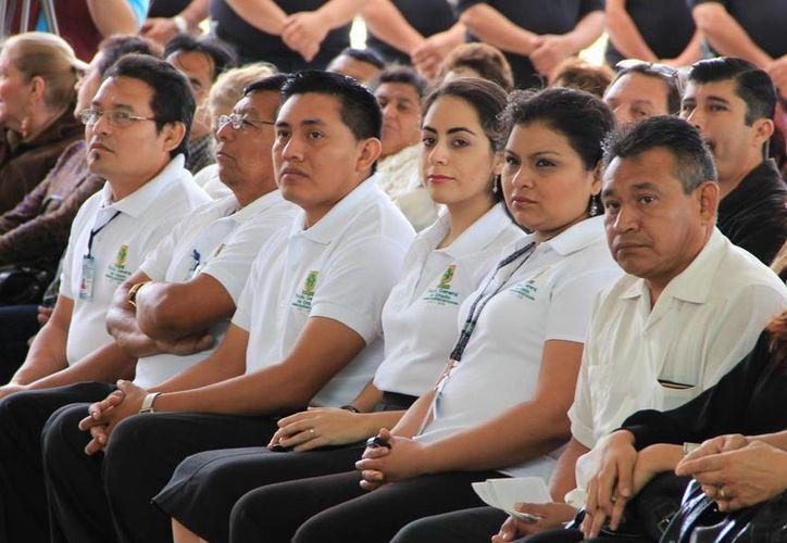 Intérpretes de distintas lenguas, de la Fiscalía estatal. (SIPSE)