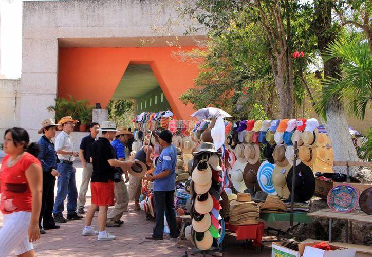 Los artesanos de Chichén proponen reducir su número de puestos. (Milenio Novedades)