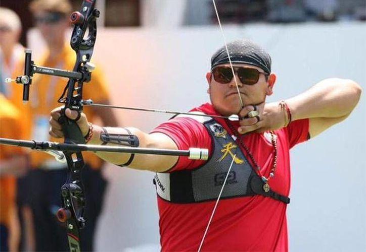 Luis Álvarez, mexicano ganador de la  medalla de oro en tiro con arco en los Juegos Panamericanos de Toronto. (@COM_México)