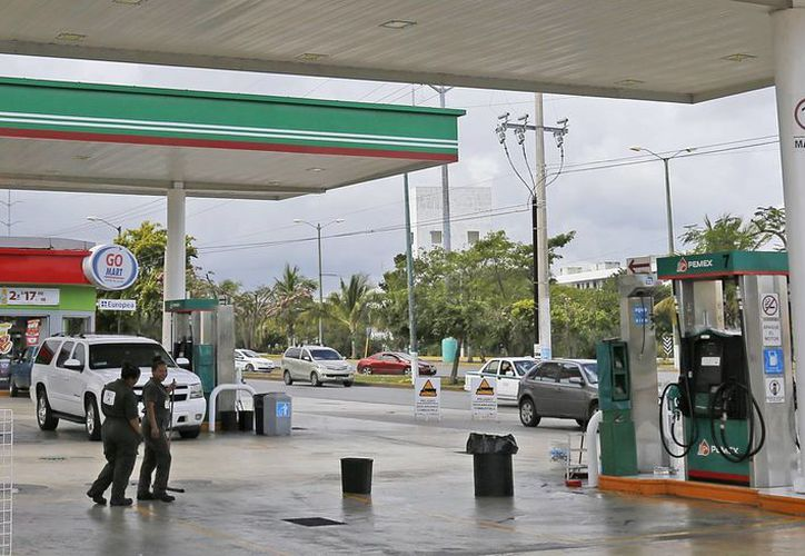Perredistas están en contra del incremento de los precios del combustible. (Israel Leal/SIPSE)