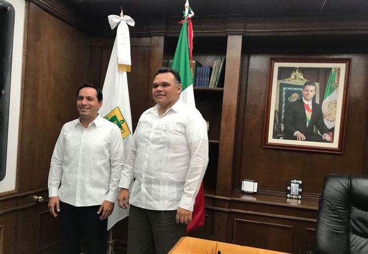 Vila Dosal y Zapata Bello se reunieron en el despacho de Gobierno. (Milenio Novedades)