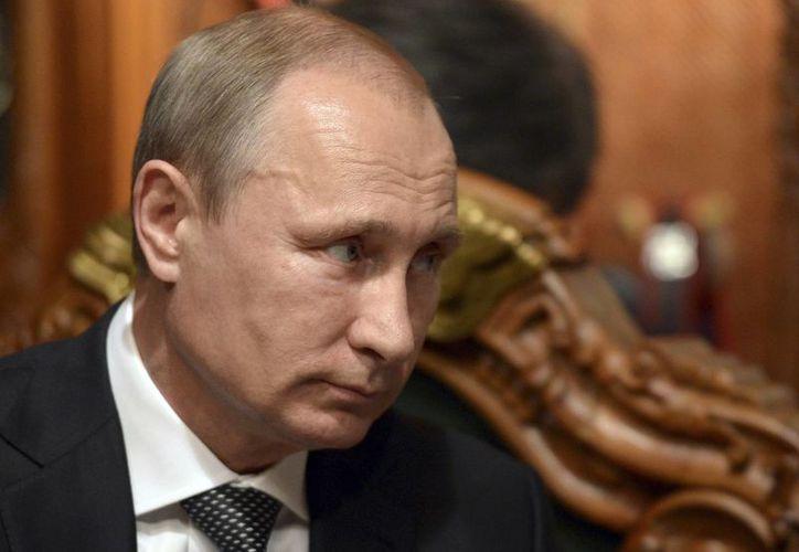 Vladimir Putin exhortó el miércoles a los insurgentes en el este de Ucrania a que 'dejen de avanzar'. (Agencias)