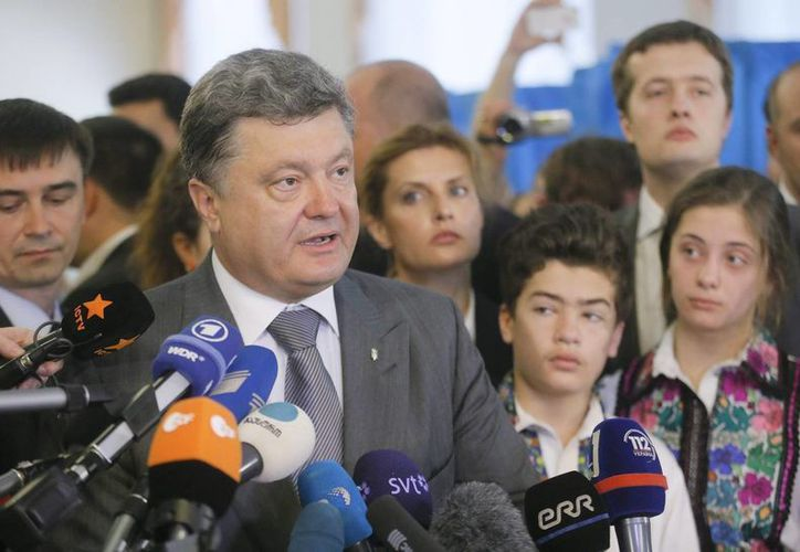Poroshenko habría ganado los comicios con un porcentaje entre un 55.7 y un 57.3. (EFE)