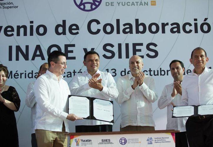 Con el Centro de Investigación en Matemáticas, inaugurado este jueves, Yucatán sigue colocándose como polo regional de ciencia e innovación. Este mismo jueves hubo una serie de firmas de convenios al respecto. la formación de jóvenes en ciencias de la computación, probabilidad y estadística. (Foto cortesía del Gobierno estatal)
